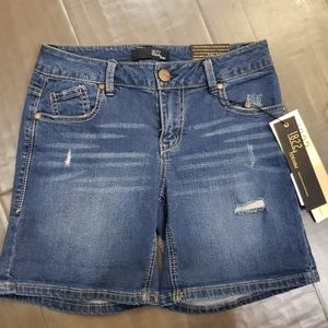 NWT 1822 Distressed Denim shorts sz 25